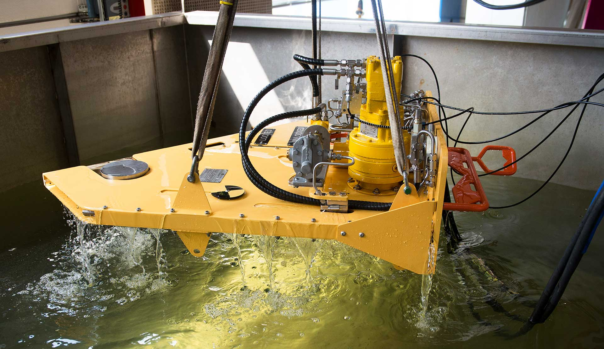 Saw for use subsea and remote operated through ROV.